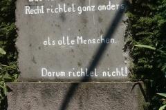 Das wahre Recht richtet ganz anders... - Foto: Robert Metternich
