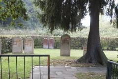 Vandalismus auf dem jüdischen Friedhof neben dem Friedensweg, Foto: Günter Benz